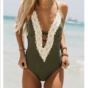 NWT Cupshe one-piece Bathing suit size M